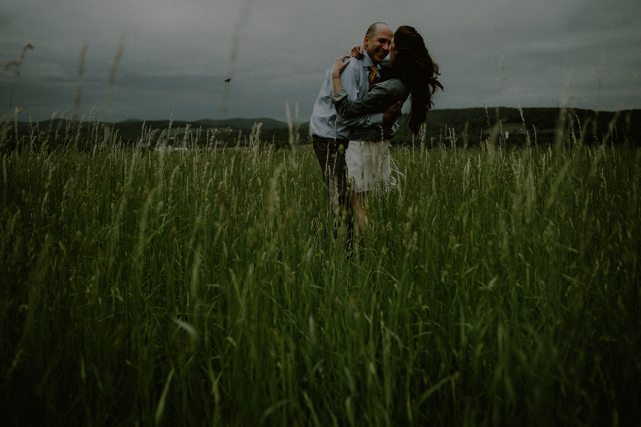 wedding couple in a field