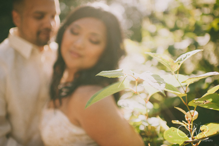 creative wedding photos of bride and groom in sunlight bright photo