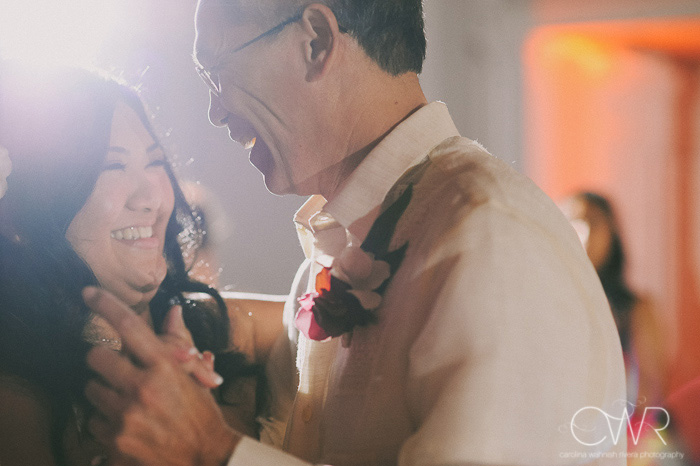 candid wedding photography moment between father and daughter dance