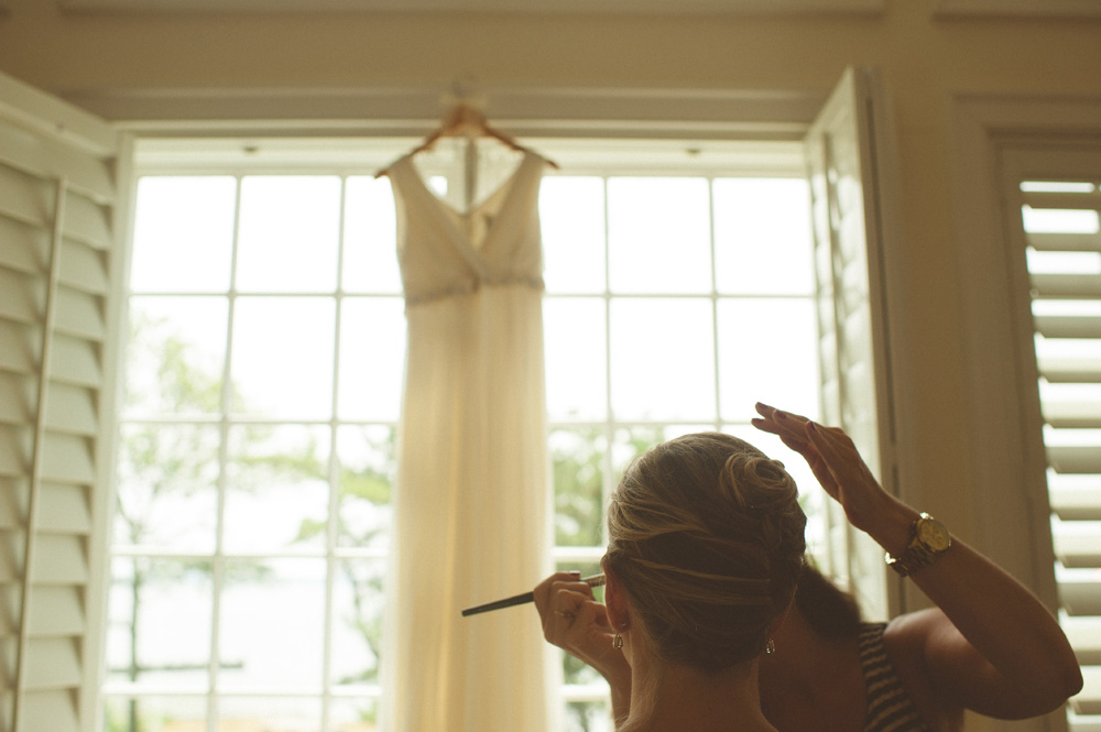 bride getting ready at Shelter Island home for New York wedding