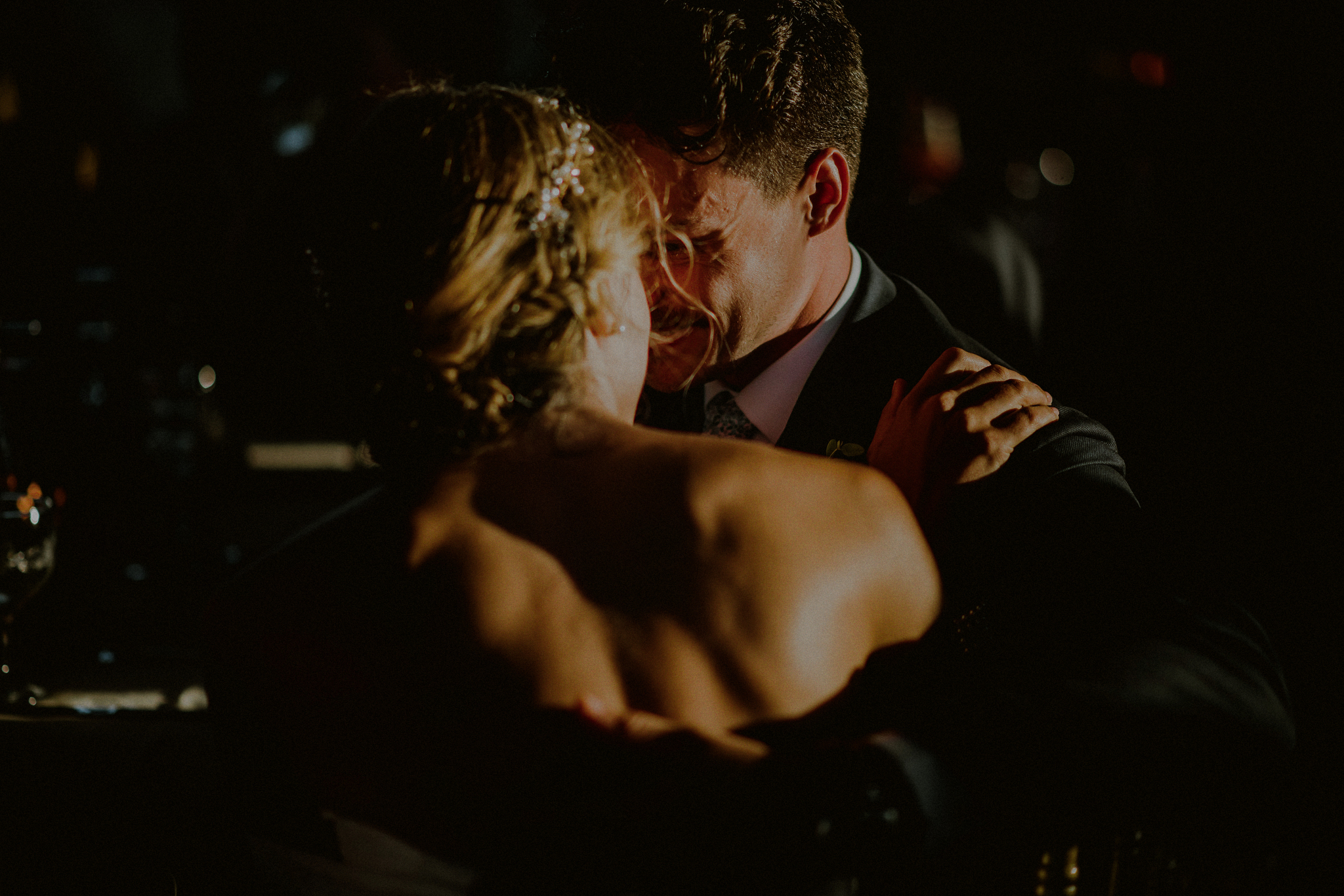 dramatic light wedding photos