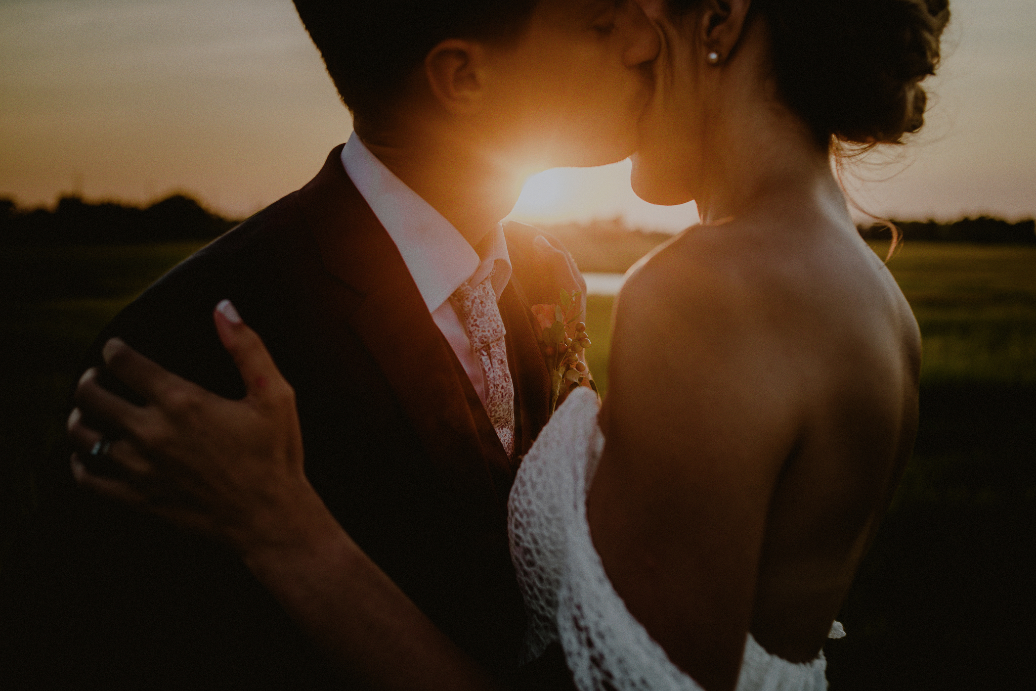 creative sunset wedding photos