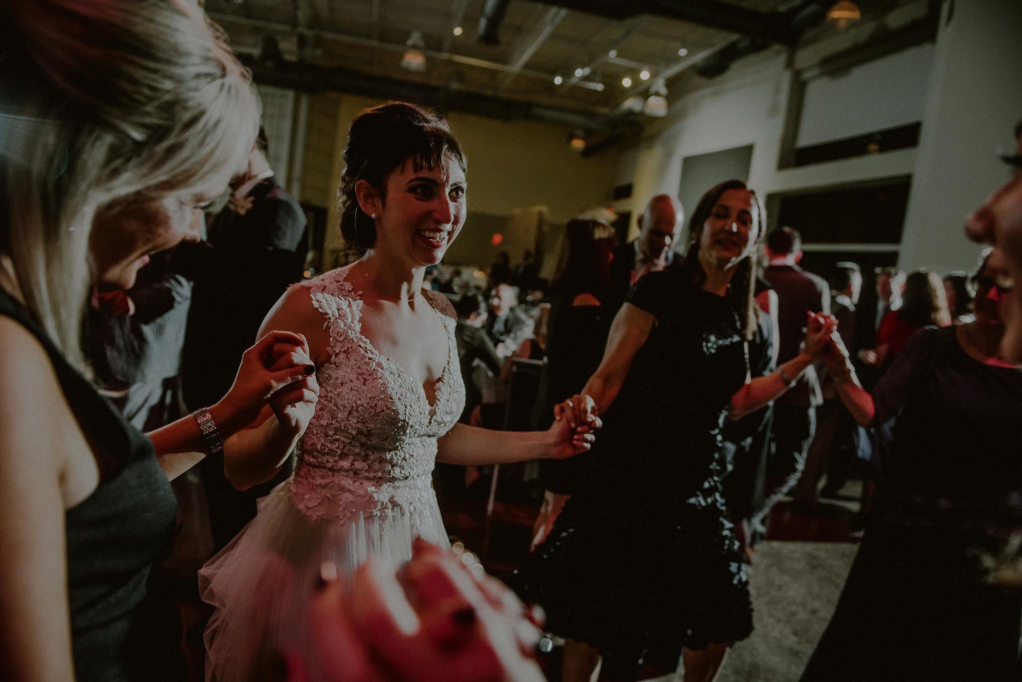 jewish horah wedding pictures