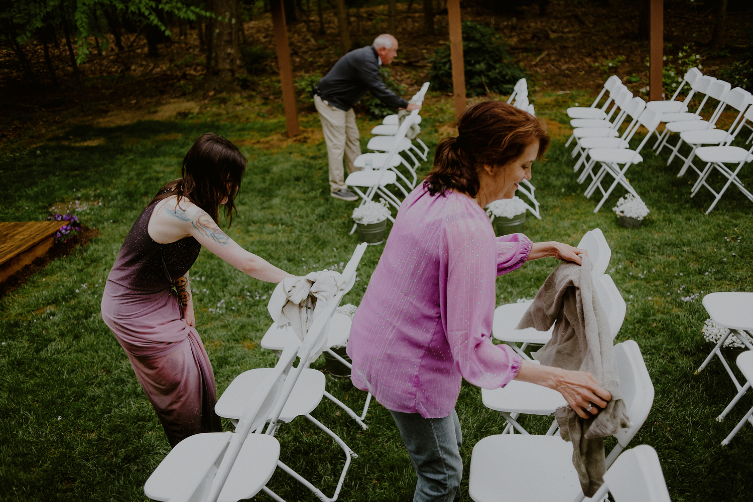 family helps prepare nj backyard wedding in cream ridge